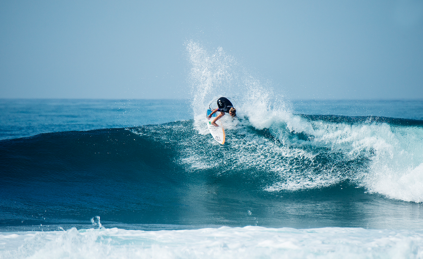Caroline Marks on her vertical backhand, Photo by Kirsten Scholtz / WSL