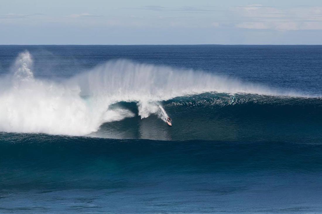 Tayla Hanak Surfing
